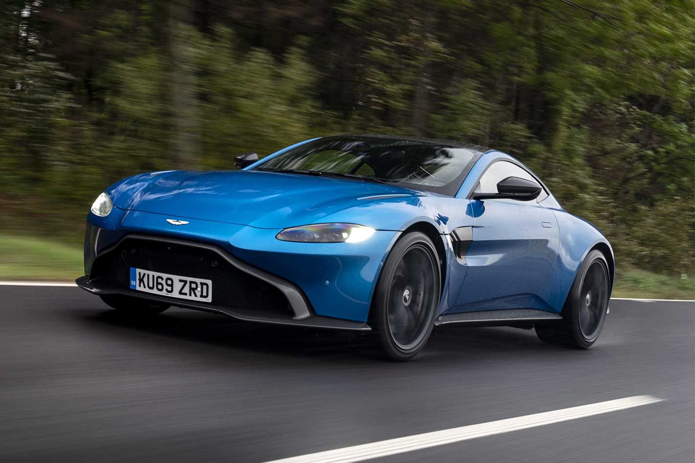 Aston-Martin-Vantage-manual-review